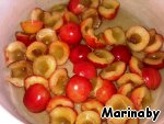 Cut the cherries in half, put into a saucepan, add the alcohol and sugar.
