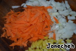 While cooking the next soup, cut onion, bell pepper and on a coarse grater grate the carrots.