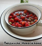Перво-наперво, промоем ягоду, почистим.