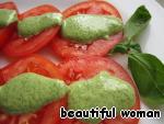 Аккуратно поливаем помидоры этой заправкой, украшаем листиком базилика и подаём к столу. Приготовление занимает считанные минуту, но каким вкусным получается наш салат!