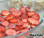 Put into the form:  layer cookies  the layer of cream  layer strawberries