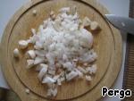 Через 10 минут добавьте чеснок и лук (все без обжарки)
