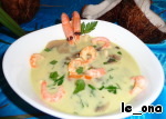 Pour into plates, decorate with shrimp. I originally left the three in the shell... but then I realized that a third for a romantic date under the palm trees is clearly unnecessary))) Sprinkle with parsley.