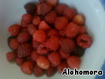 This is my raspberry ripe)))). Brag.  The most beautiful berries postpone for decoration, the rest is sent to the blender.)