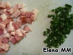 Bacon and greens cut. Soup pour into bowls, add bacon, sprinkle with herbs. Bon appetit!