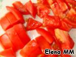 Tomatoes cut into pieces, put in a saucepan the rest of the ingredients. Bring to boil and boil for 5 minutes.