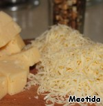 Cheese for the filling, cut into large cubes, for sprinkling - three on a grater. and Chop nuts.