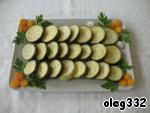 """Now (without waiting for the winter) in front of you ready appetizer: the dish lay zucchini, decorated with carrots and parsley. """"huzzah!"""""""