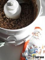 Измельчите так же шоколад. Какой он будет - горький, молочный или…. Оставляю выбор за вами. В моем случае, это был дед мороз, который ждал своего часа. :-D