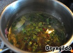 Pour in the broth and omit the beet leaves, sprinkle with salt and add the Bay leaf. Give a little simmer and turn off.
