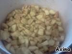 To the apples add starch, lemon juice, sugar, cinnamon and nutmeg. Stir.