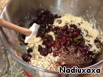 Then add cereal, seeds and dried fruits. About the last two, every time I add a different assortment and quantity, a matter of taste!
