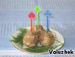 Make balls from this mass and put on skewers. Have extemporaneous dumplings with garlic for those who eat soup plates.
