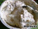 Смешиваем сливочный сыр, сахарную пудру, ваниль и ореховую смесь.