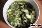 Prepared potatoes mash into a puree, add sour cream, Basil mass.