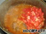 Then chopped tomatoes, simmer for 5-7 minutes.