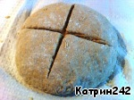 Put the dough on a floured table, knead lightly (heavily flour not to score!) and form a round loaf with a diameter of 15 cm. Put on a baking sheet, on parchment. Bread sprinkle through a strainer flour (1 tsp.), make incisions in the form of a cross with a depth of 1.5-2 cm