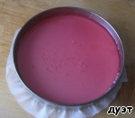 For a layer of jelly ready to use raspberry jelly 45ml. 2 packs. 2 p. pour into bowl and add hot water to 300 ml. Stirred well until dissolved and allowed to cool almost to room temperature. Pour over yogurt layer and again in the refrigerator until firm.