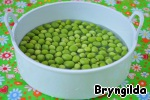 Young peas are cleaned and placed in a steamer for 15 minutes.