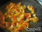Fry peppers in vegetable oil for 2-3 minutes.