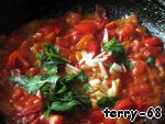 Season with salt and pepper, add the sugar, paprika, finely chopped garlic, chopped Basil leaves, stir and bring to a boil. Our tomato sauce is ready!