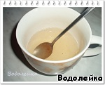 Приготовить желатин по инструкции на упаковке. Только взять воды 100 мл. Дать остыть.   Количество желатина зависит от густоты крема. Если уж очень жидкий крем получился, то можно взять пачку 25 гр.