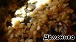 Приступим к изготовлению основы нашего пирога.   В части масла обжарим до золотистого цвета лук и уберём его со сковороды в чашу блендера или другую ёмкость - пусть остывает.