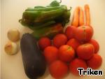 Подготавливаем продукты, моем овощи.
