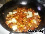 In a small frying pan pour oil, add garlic, sundried tomatoes and salt, fry for a few minutes.