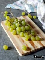 Виноград вымыть и разобрать.