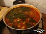 Дальше суп должен настояться. Я варила с вечера, на обед было просто объеденье, аромат чесночка и помидоров.