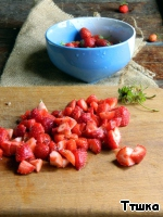 For the strawberry layer strawberries cut,