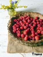I made the pie in two variants, with fresh raspberries, with raspberry was delicious, it is a pity that no photo in the cut, as did it for OTHERS, to take away.  If you do it with raspberries, on the basis of to put raspberries.