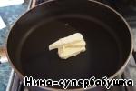 In a deep saucepan heat 25 g butter,