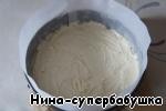Вылить тесто, разровнять и выпечь до готовности.