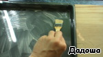 Подготовить деко. Маслом комнатной температуры, которые 40 гр., тщательно смазать дно и бока.
