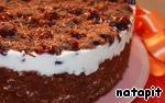 Торт, если крем приготовлен из сливок, можно заморозить, но за час до подачи переместить на среднюю полку холодильника.