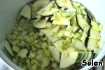 In a large pot heat the 1.5 tablespoons of olive oil, put the onion, then chopped the fennel and zucchini, add the fennel seeds. Simmer, stirring occasionally, about 10 minutes.