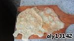 Нарезать огурцы, колбасу кубиками. Количество колбасы зависит от того, насколько вы ее любите и в каком количестве. Лук мелко порезать. Все соединить. Для блинчиков соединить яйца с 1ст.л. майонеза и выпечь на сковороде (из 2 яиц получается примерно 4 маленьких блинчика средней толщины). Сковородку можно смазать маслом только для самого первого блинчика (у меня сковорода с тефлоновым покрытием). Лук можно немного подержать в кипятке, тогда не будет ярко выраженного вкуса лука, или можно сделать салат без лука (тоже получается вкусно).