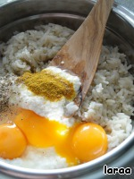 Boiled rice mixed with egg yolks, yogurt, and brown. Season with salt and pepper.