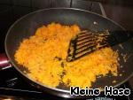 Ну а теперь начинка.   Несомненно у всех есть своя самая любимая.   Я обычно обжариваю мелко порезанный лук, до готовности - чтобы не хрустел. К луку добавляю потёртую на мелкой тёрке морковку и протушиваю их вместе пару минут.
