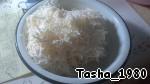 На мелкой терке натереть сыр.  Для того чтобы сыр легче было натереть, положите его на 10 минут в морозилку. Перемешать с яичной массой.