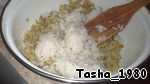 Rice and fish have cooled, mix them, grate them cheese on a coarse grater and mayonnaise, should be