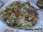6) Перемешать.      7) Добавить майонез. Если нет желания заправлять майонезом, то можно сделать этот салат с маслом. Получится очень вкусно.