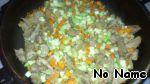 Затем добавляем мелко нарезанный очищенный баклажан (кабачок). Немного протушим. Затем солим, перчим и добавляем приправы, перемешаем и еще немного протушим под крышкой.