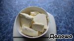 Подготовленное сливочное масло растопить на водяной бане или в микроволновой печи.