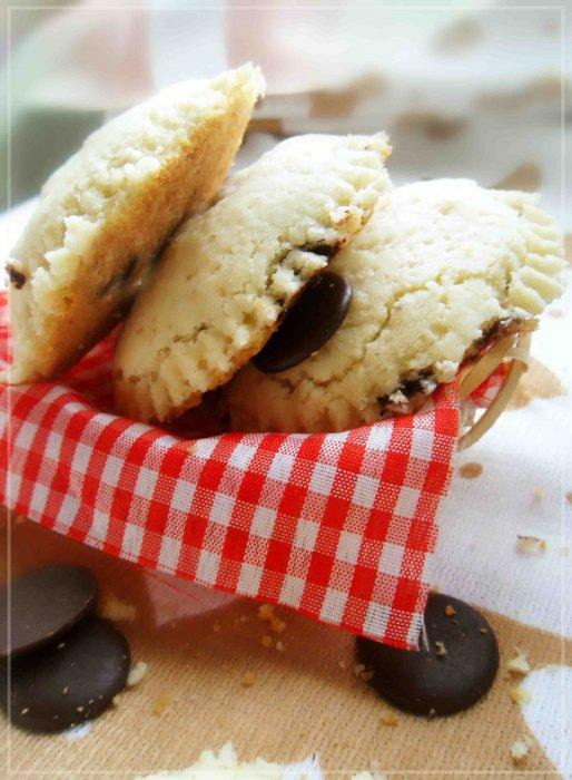 Мягкое печенье с шоколадом и орехами
