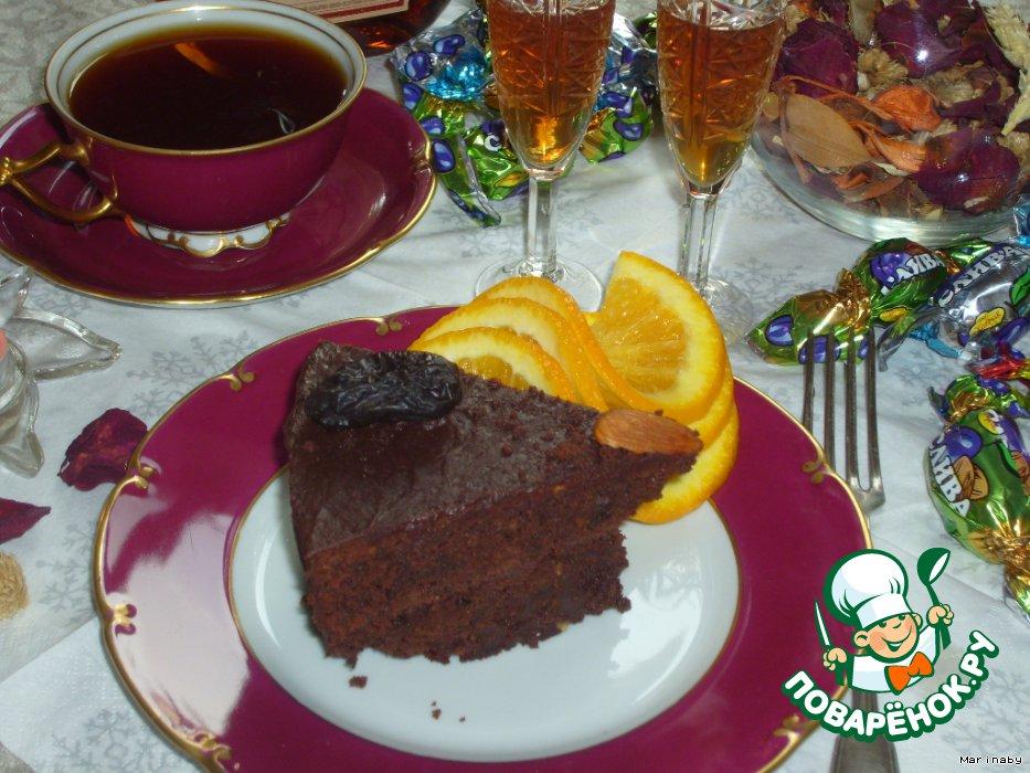 Шоколадный торт с черносливом и миндалем