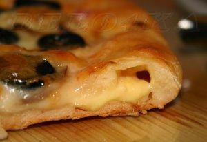 Пицца с вкусными бортиками – кулинарный рецепт
